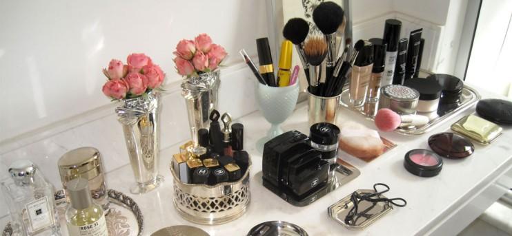 moca-bela-organizando-maquiagem-capa-1080x500