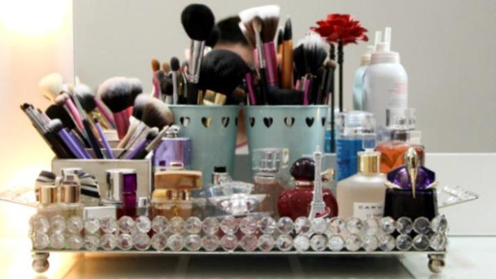 organizando-maquiagens-cosméticos